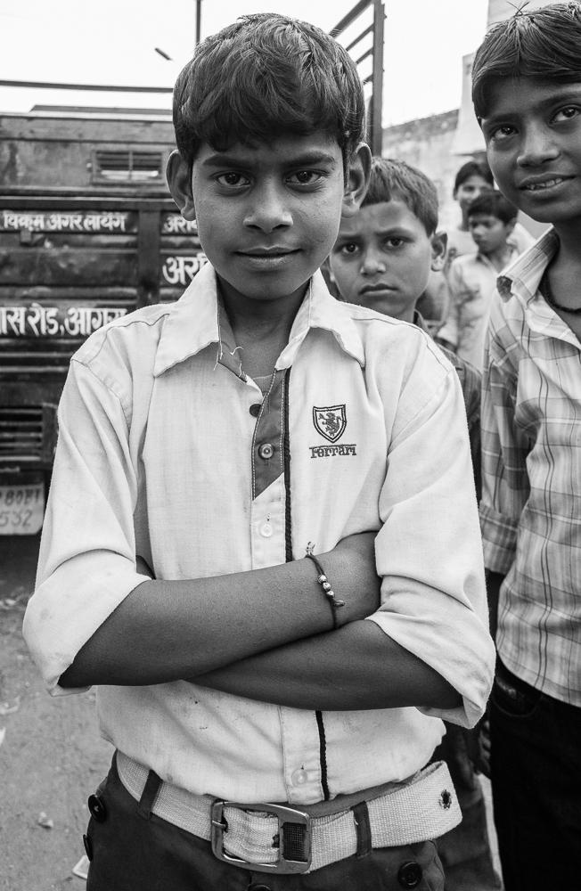 Berniukas, Agra. Kol mano tuktuk'o vairuotojas kažkokiam užkampyje pylėsi pigesnį bio kurą (Agroje/Taj Mahal tai privaloma), aplinkui prašėsi fotosesija.
